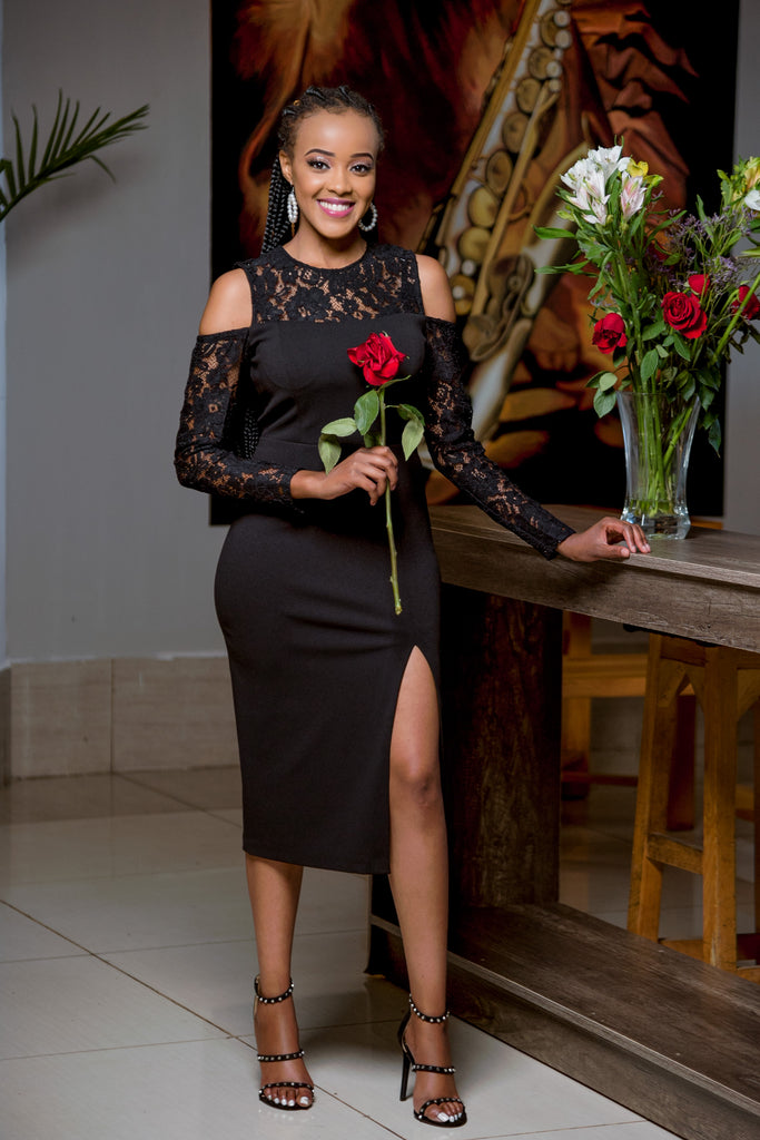 Black crepe and lace fit-Sarai Afrique