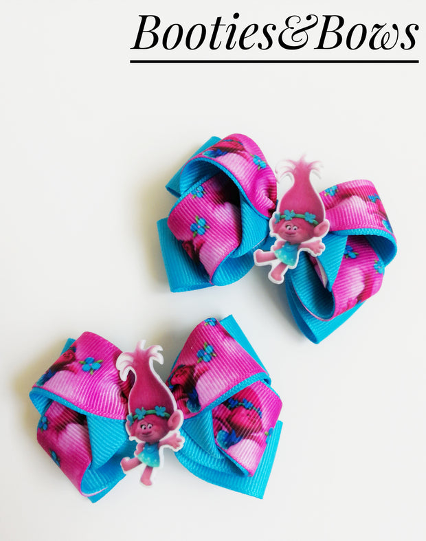 """World Tour""  Ribbon layered bows. Set of 2."