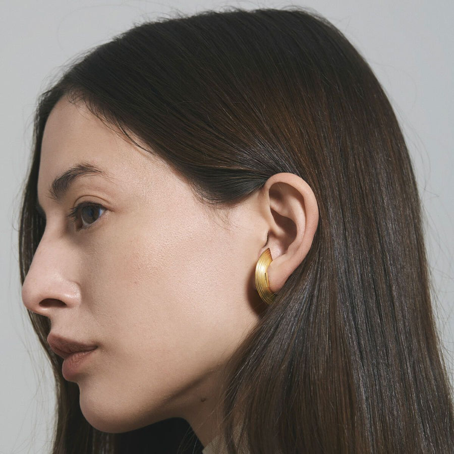 ORBIT WIDE RADIUS LOBE EARRINGS