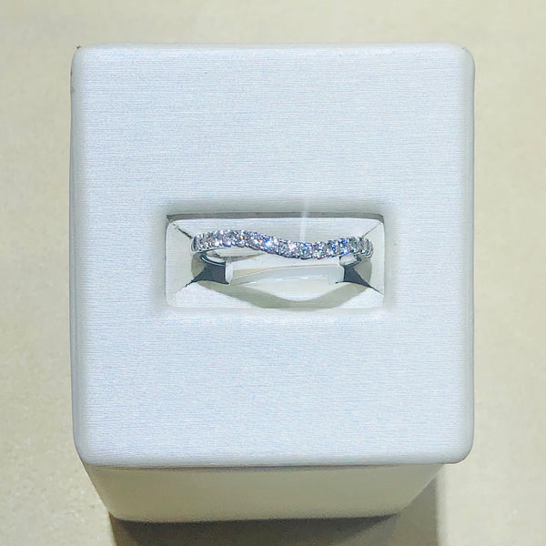 18Kt White Gold Curved Shape Diamond Ring