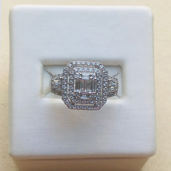 18Kt White Gold Round/Baguette Diamond Engagement Ring