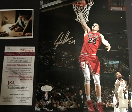 Lauri Markkanen Chicago Bulls Autographed Signed 8x10 Photo JSA WITNESS COA A