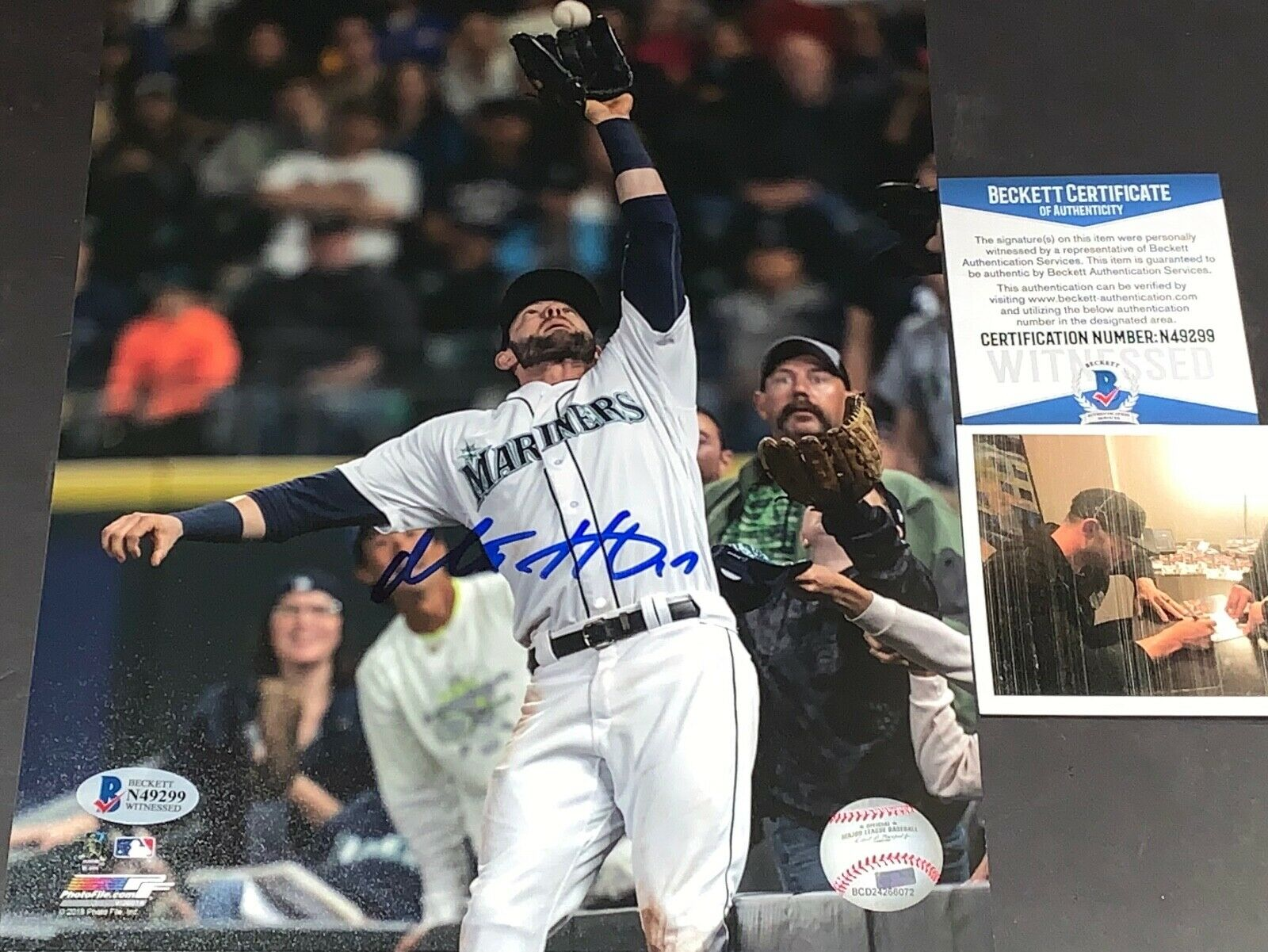 Mitch Haniger Mariners Autographed Signed 8x10 Photo Beckett WITNESS COA Catch 1