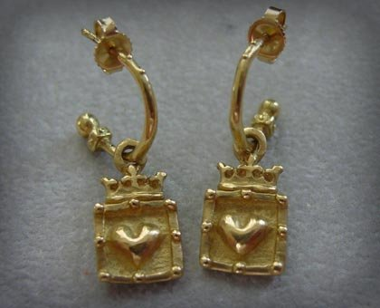 Gold 18k Crowned Frame Hearts Earrings