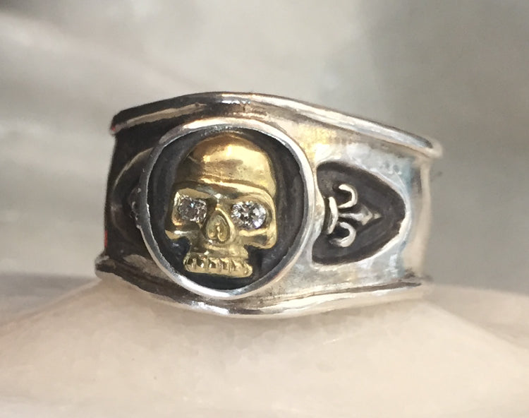 Ring - Golden Skull with Diamonds Eyes by Roman Paul