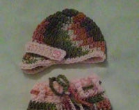 Newborn girl's hat and pants set, pink camouflage