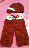 Newborn boy pants set, crimson and white, crochet