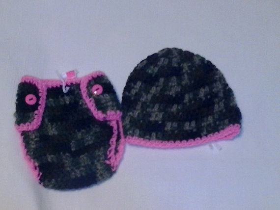 Camouflage newborn diaper set, hot pink trim