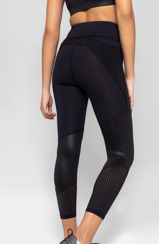 Black high waisted legging with side pocket and flattering panels
