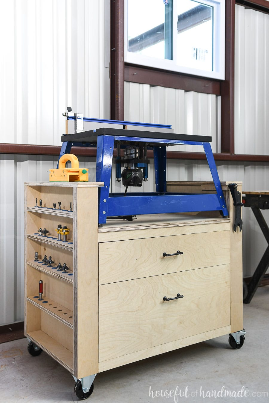 Organize your router and accessories with this bench top router table.