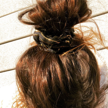 'GLOWUP' BLACK & GOLD GLITZ SCRUNCHIE