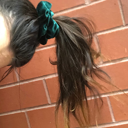 'EMERALD CITY' VELVET SCRUNCHIE