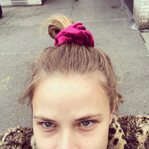 'PINOT NOIR' CRUSHED VELVET SCRUNCHIE