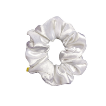 Load image into Gallery viewer, 'PEARL' VELVET SCRUNCHIE