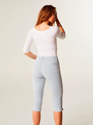 Magic Fit CRO Capri Jeans - White