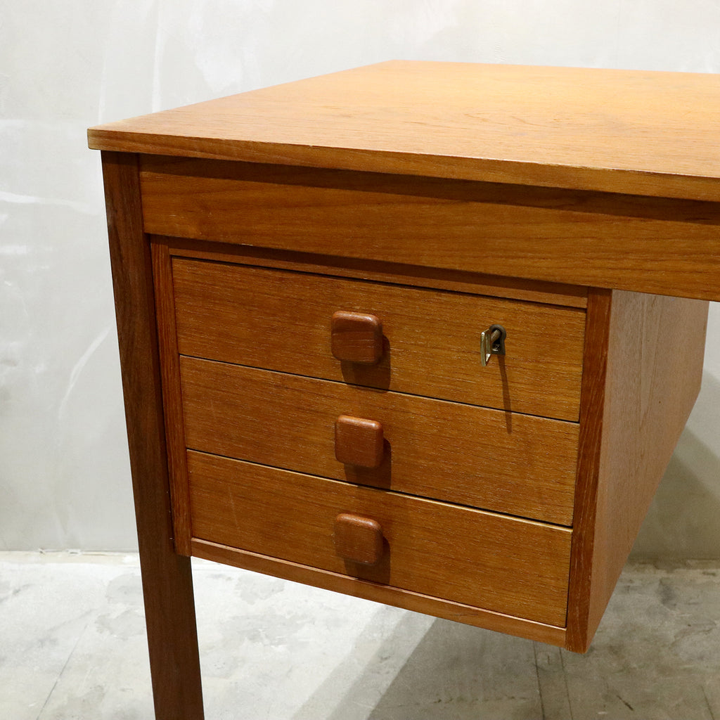Domino Mobler - Teak Desk