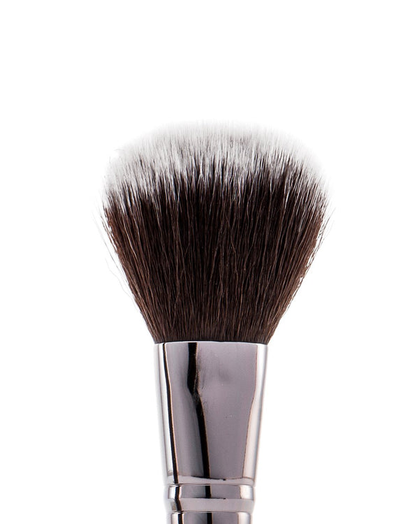 Vasanti Stubby Blush Brush 301 - Closeup brush head front shot