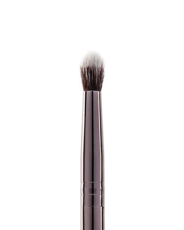 Vasanti Stubby Contour Eyeshadow Brush - Closeup brush head front shot