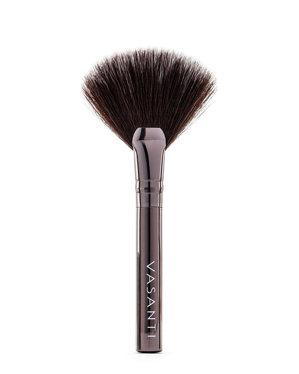 Vasanti Stubby Highlighter Fan Brush - Full size front shot