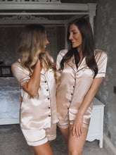 Load image into Gallery viewer, champagne silk pjs -Robes4you
