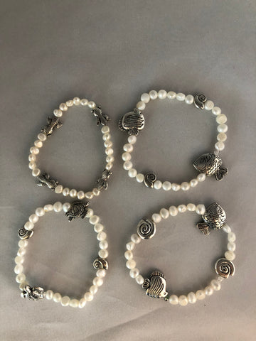 4 CHARM BRACELETS OF FISH, TURTLES AND SHELLS WITH FRESHWATER PEARLS