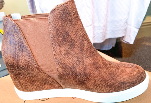 Matisse Lure Wedge Sneaker Tan