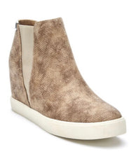 Load image into Gallery viewer, Matisse Lure Wedge Sneaker Natural