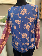Load image into Gallery viewer, Oddi Plus Blue Floral Twist Front Top
