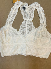 Load image into Gallery viewer, Cezanne Plus Lace Bralette