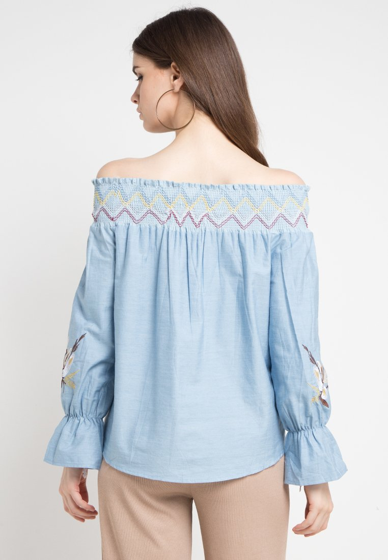 Mineola Embrodery Sabrina Top Blue