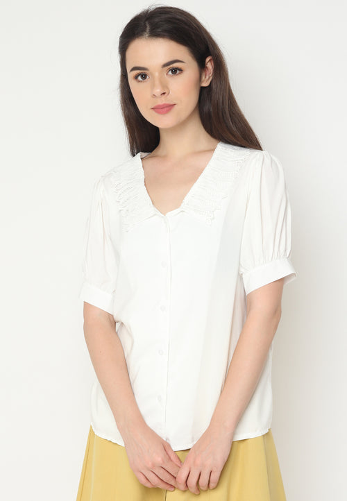 Mineola MNL Lace Collar Blouse