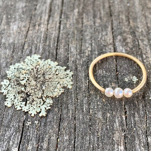 3 pearl & 14ct yellow gold ring