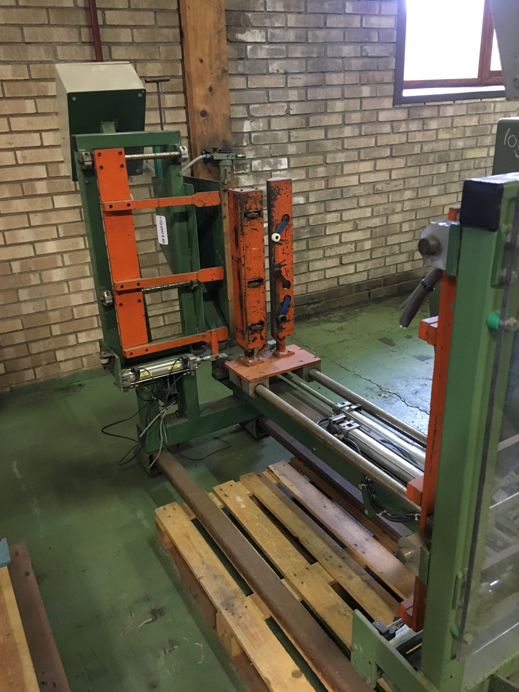 Used strapping machine for board packs - Swedabo