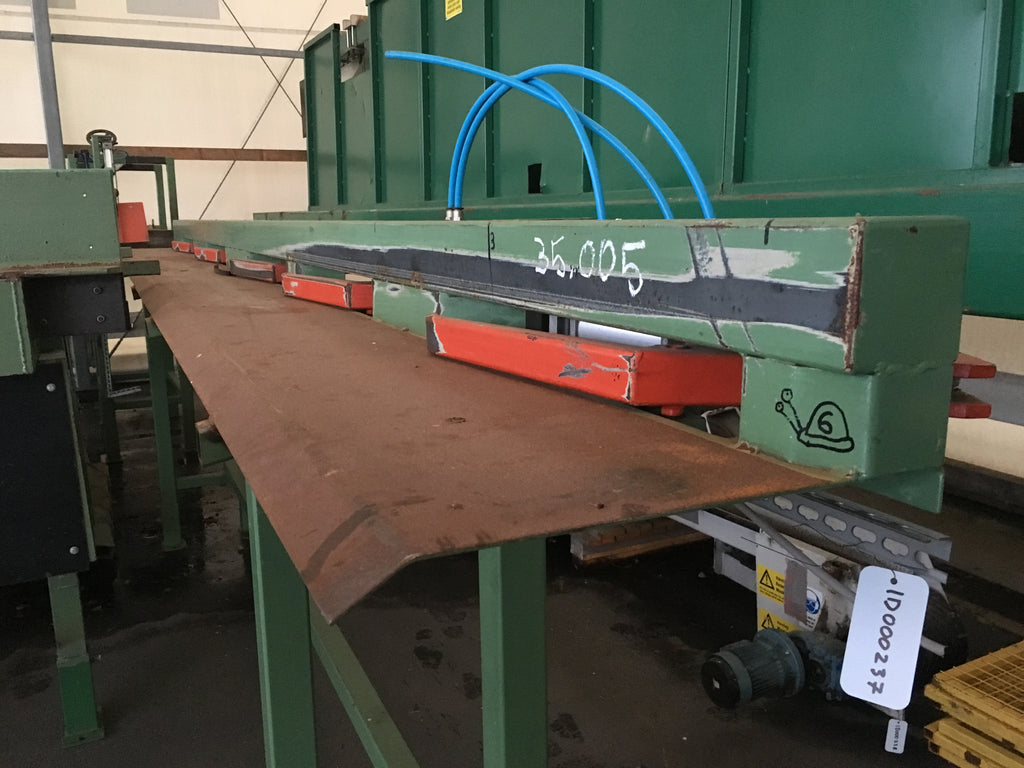 Used conveyor with hydraulic kicker for boards - Swedabo