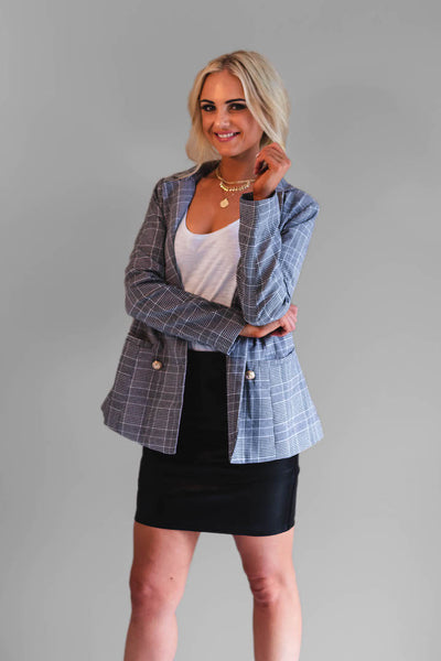 The Britney Blazer is the perfect addition to any wardrobe. Featuring front pockets, gold buttons and a beautiful houndstooth design, this is a must have for all wardrobes. Not to mention it's also fully lined.