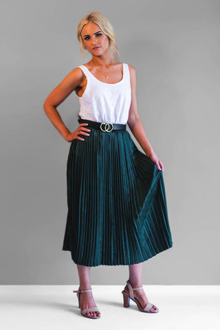 The Georgia skirt is a must have for this season. This beautiful pleated emerald green skirt features an elastic waist making it incredibly comfy and easy to wear.