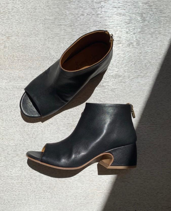 P. Monjo P-1323 Bootie Coclico - ourCommonplace