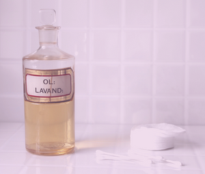 How to Make Your Own Nourishing DIY Body Oil