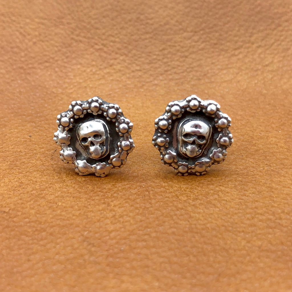 20% OFF Skull Stud Earrings E208