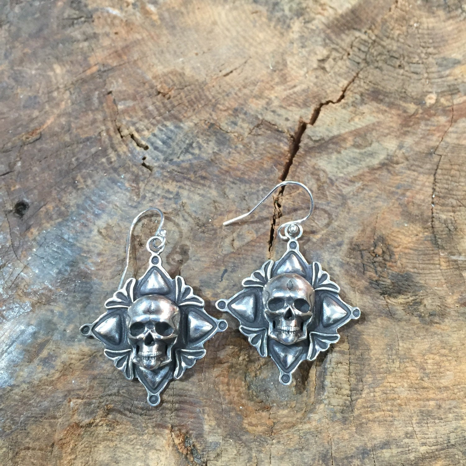 35% OFF Skull Four Corners Earrings E282