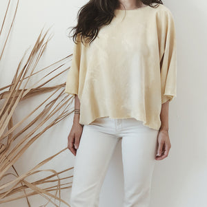 faded yellow blouse //