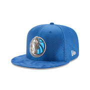 DALLAS MAVERICKS ON COURT 59FIFTY FITTED METALLIC LOGO CAP