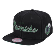 DALLAS MAVERICKS MITCHELL & NESS HARDWOOD CLASSIC FOUNDATION SCRIPT BLACK SNAPBACK