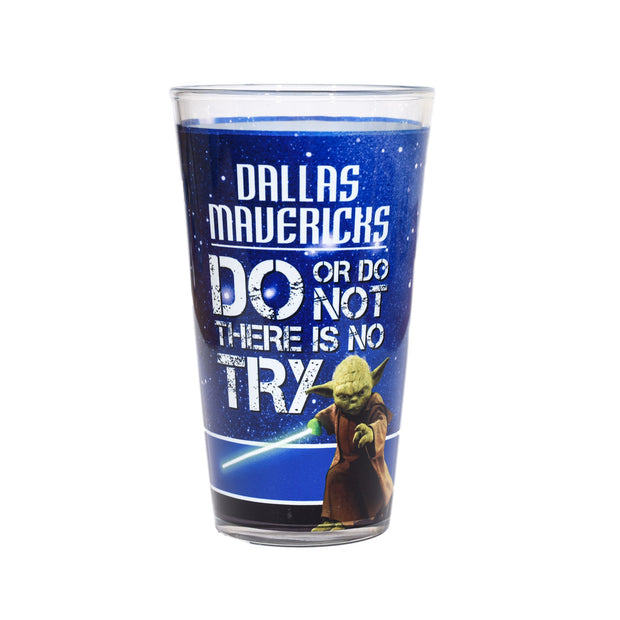DALLAS MAVERICKS 15 OZ STAR WARS YODA PINT GLASS