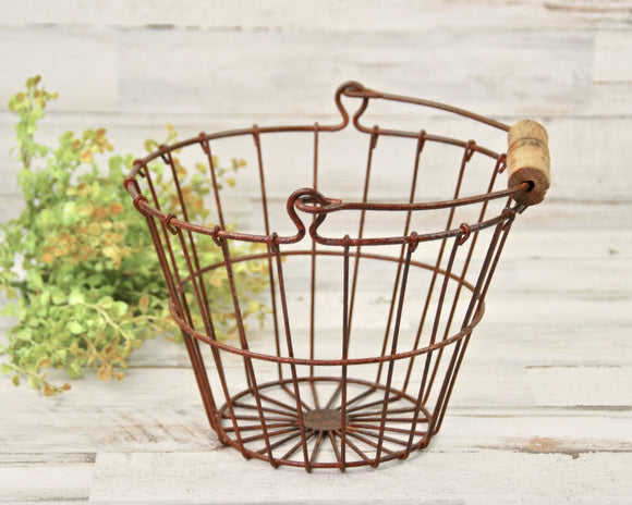 Egg Basket, Rusty, Primitive, Rustic, Farmhouse, Storage, Organization, Bathroom Storage, JaBella Designs, Home Decor