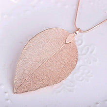 Load image into Gallery viewer, Women Special Leaf Pendant