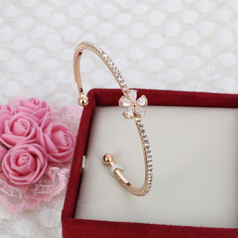 MINHIN New Arrival Romantic Butterfly Design Cuff Bracelet High Quality Golden Plated Wedding Bracelet Girl's Banquet Accessory