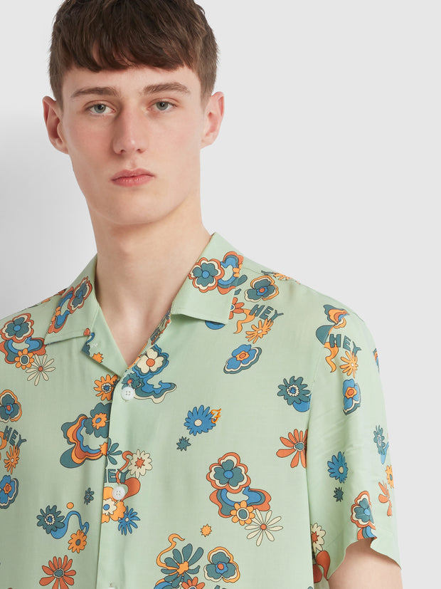 Yasgur Casual Fit Short Sleeve Floral Print Shirt In Green Haze