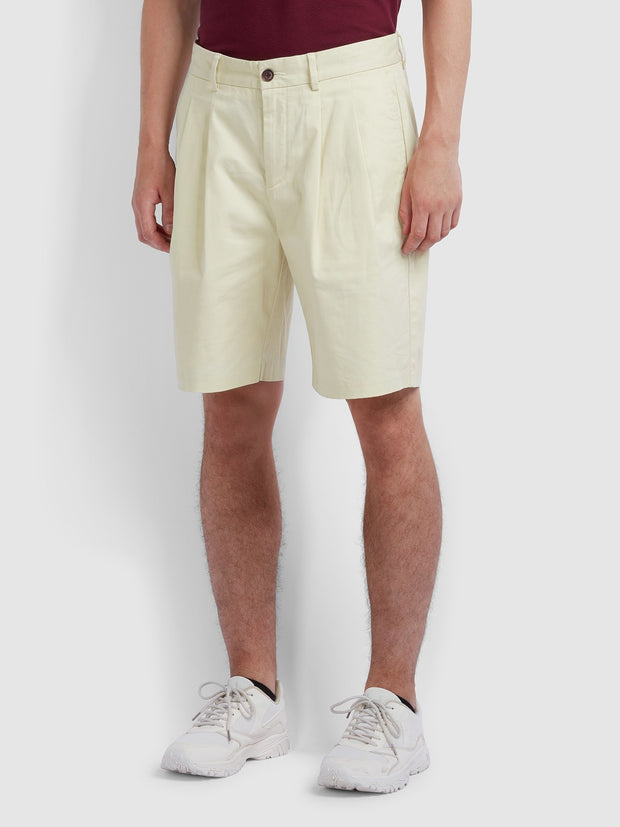 Casey Double Pleat Shorts In Farah Yellow