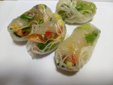 Vietnamese rolls (4) with chicken and dipping sauce (GF, DF) - CTK